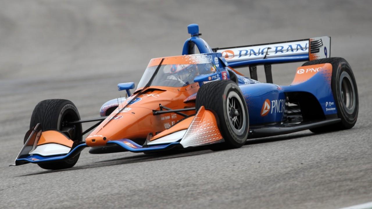 Scott Dixon lidera los calurosos y accidentados libres de Texas; Palou 14º