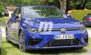 El nuevo Volkswagen Golf R 2021 vuelve a posar al descubierto en fotos espía