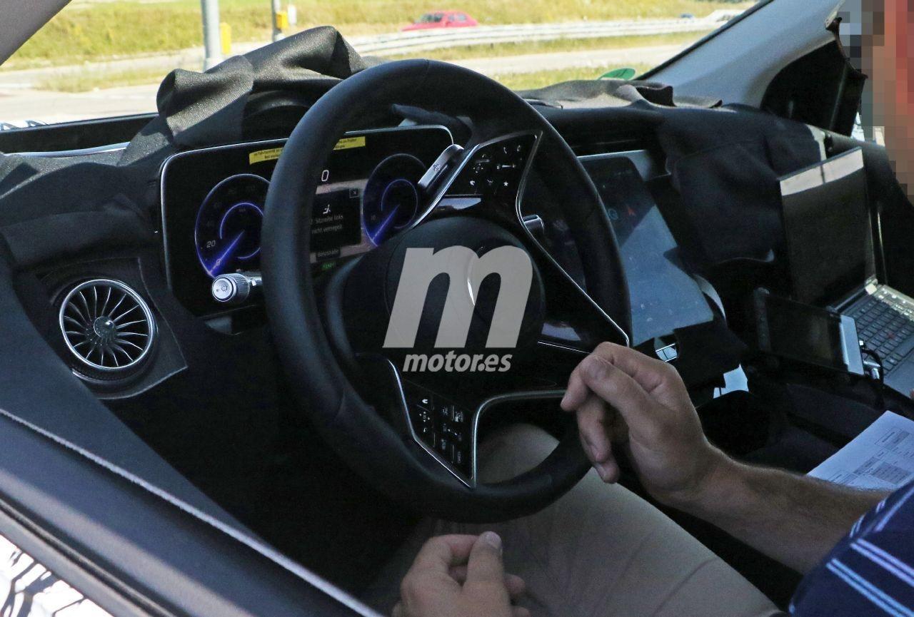 Nuevas fotos espía desvelan el interior de producción del Mercedes EQS SUV 2022