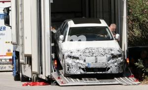 El futuro BMW Serie 3 EV, que llega en 2022, reaparece en fotos espía en el sur de Europa