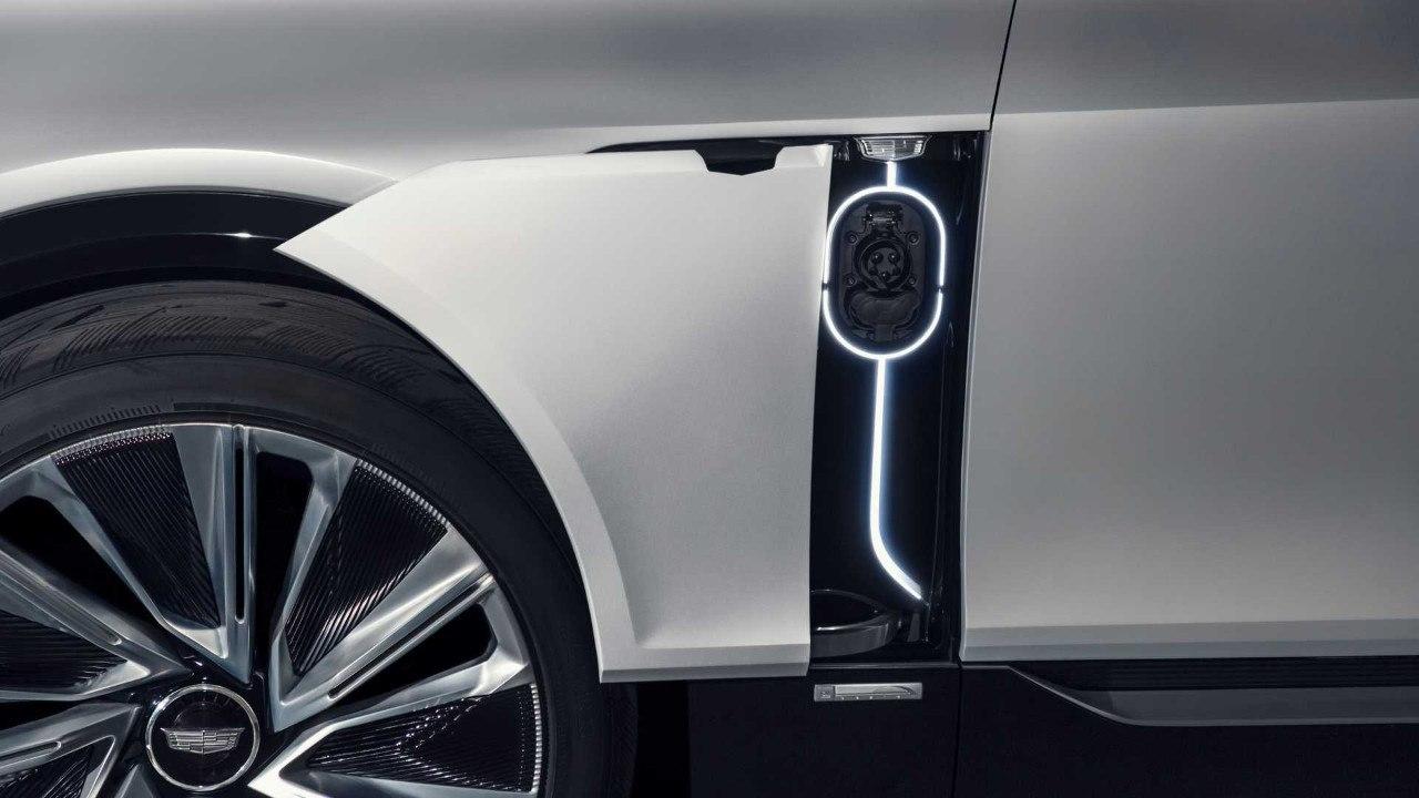 Cadillac desvela las primeras imágenes del Lyriq a unos días de su presentación