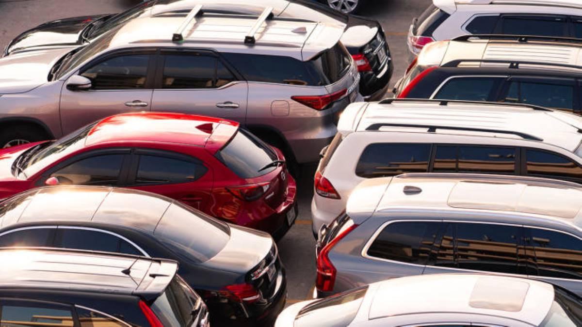 ¿Hay multa por dejar el coche aparcado mucho tiempo?