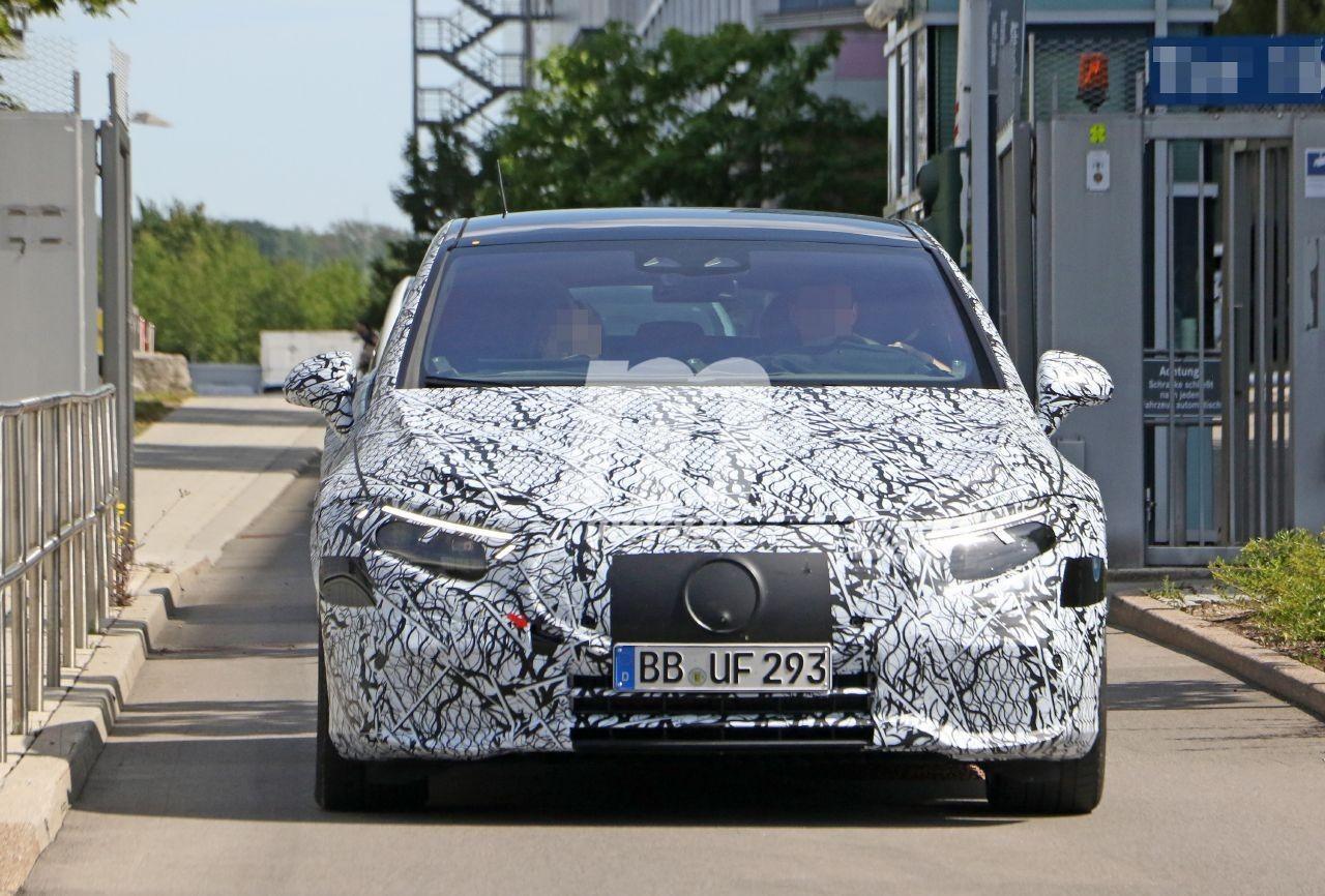 Prototipos del nuevo Mercedes EQS 2021 dejan ver nuevos y discretos detalles