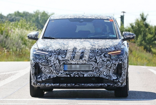 Audi Q4 e-tron - foto espía frontal