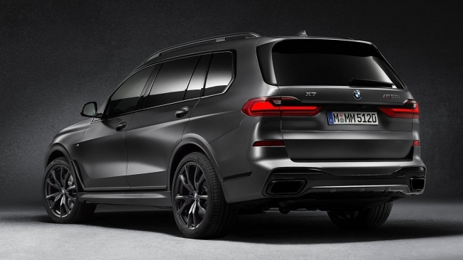 BMW X7 Dark Shadow Edition - posterior