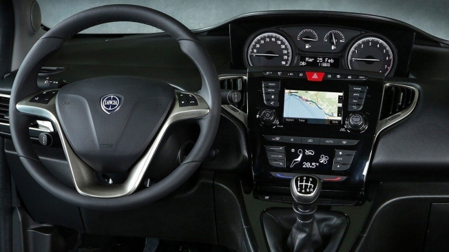 Lancia Ypsilon - interior