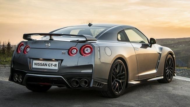 Nissan GT-R - posterior