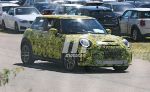 El MINI Cooper SE será actualizado, fotos espía del «facelift» que llega en 2021