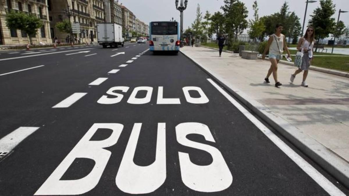 ¿Me pueden multar por invadir el carril bus?