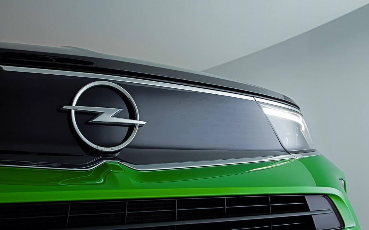 Opel estrena nuevo logotipo de la mano de los nuevos Mokka y Mokka-e