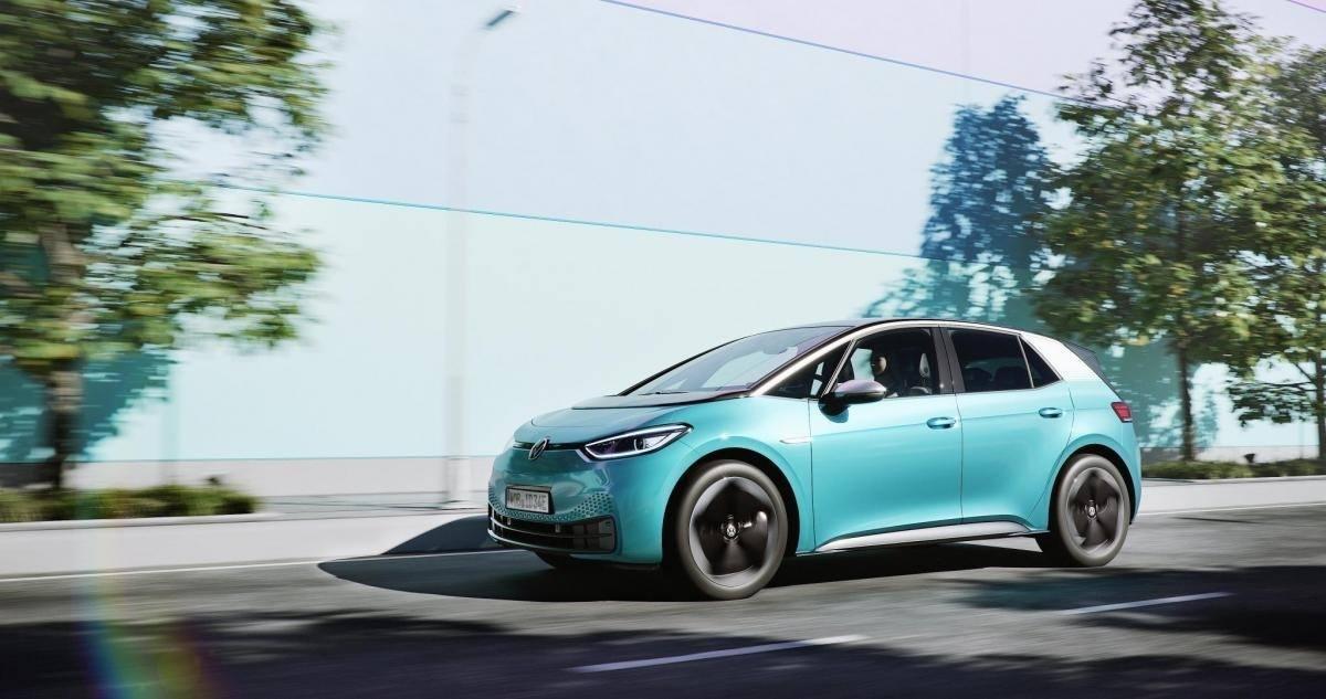 Tres destinos para descubrir España en coche eléctrico