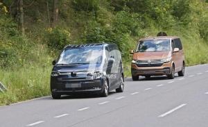 Cazan un prototipo del nuevo Volkswagen T7 en Austria casi destapado de camuflaje