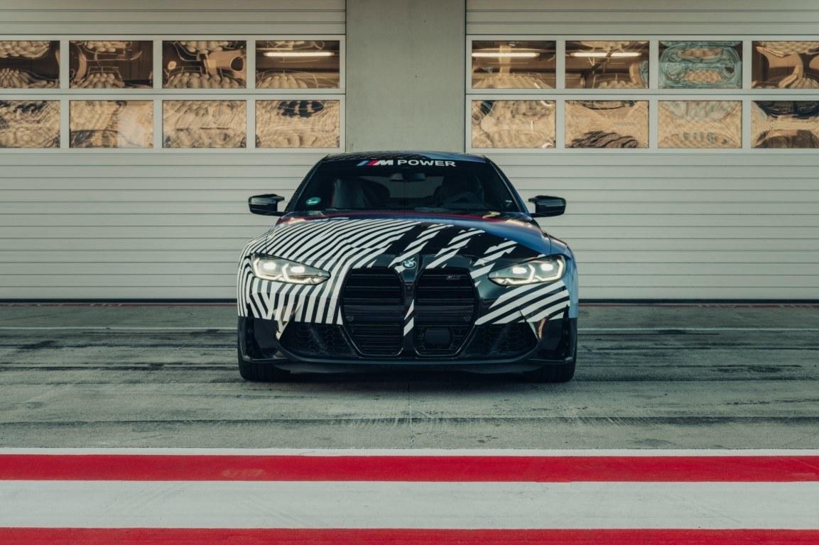 El nuevo BMW M4 Coupé 2021, más destapado en el Gran Premio de MotoGP de Estyria
