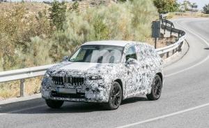 Nuevas fotos espía del BMW X1 2022 en el sur de Europa, el SUV al calor del verano