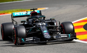 Hamilton se lleva los últimos y dubitativos libres, con los Ferrari hundidos