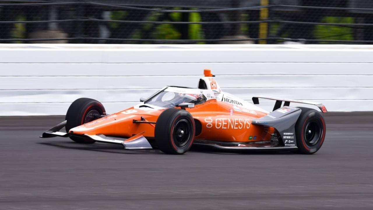 Hinchcliffe lidera los primeros libres, con Alonso quinto y Palou octavo