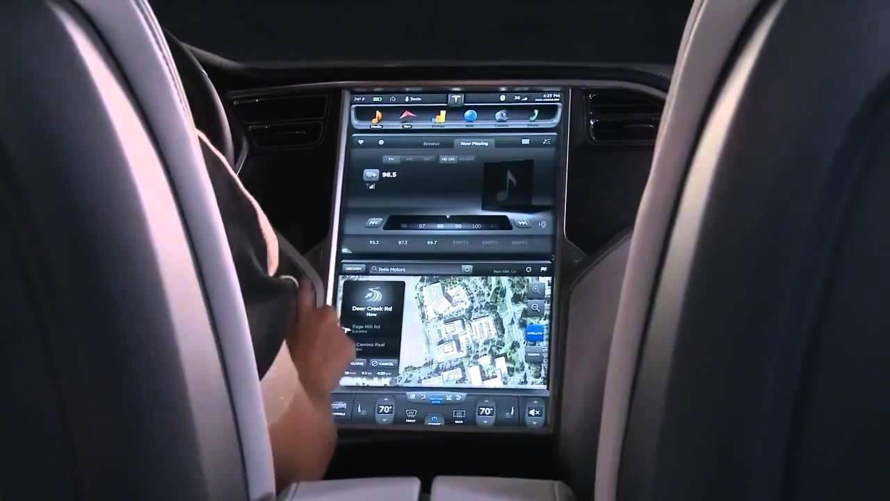 Italia debatirá sancionar el uso de las pantallas táctiles durante la conducción