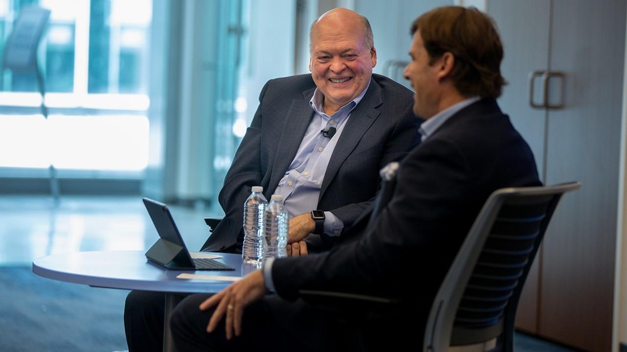 Jim Farley toma el testigo de Jim Hackett como nuevo CEO y Presidente de Ford
