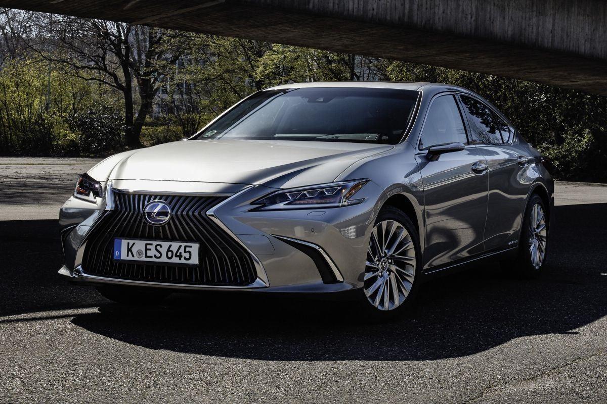El Lexus ES 2021 estrena cámaras retrovisoras opcionales en Europa
