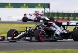 Hamilton arrasa en casa en un dominio pleno de Mercedes