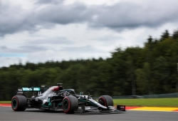 Hamilton logra su sexta pole en Spa, con Ferrari totalmente perdidos