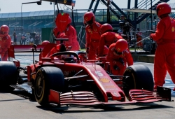 Marejada en Ferrari: Vettel apunta a la estrategia, Binotto al trompo de la vuelta 1