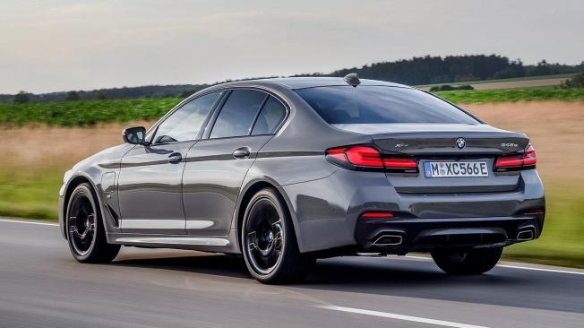 BMW 545e xDrive - posterior