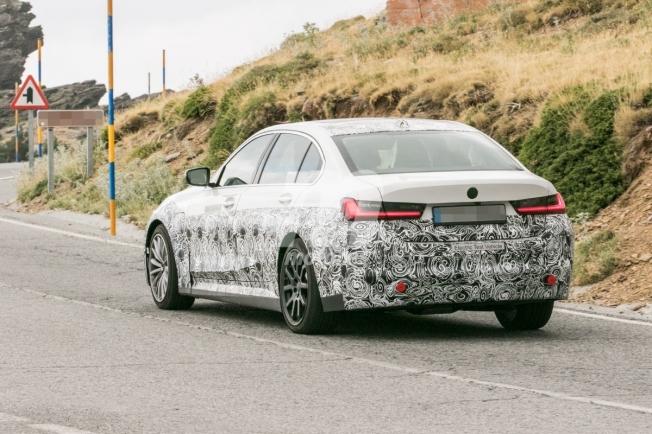 BMW i3 2022 - foto espía posterior