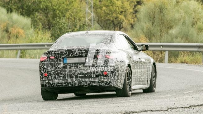 BMW i4 - foto espía posterior