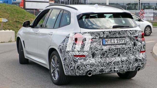 BMW X3 2022 - foto espía posterior