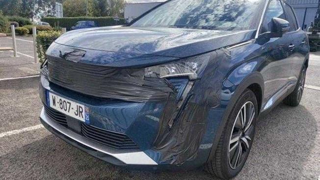 Peugeot 3008 2021 - foto espía frontal