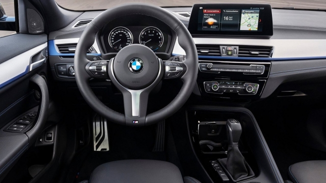 BMW X2 xDrive25e - interior