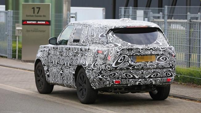 Range Rover 2022 - foto espía posterior