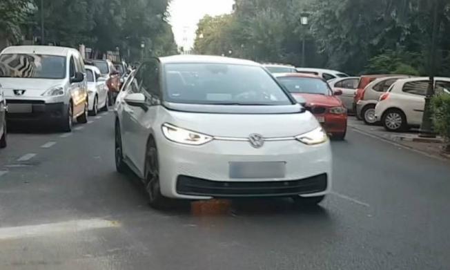 Volkswagen ID.3 - foto espía frontal