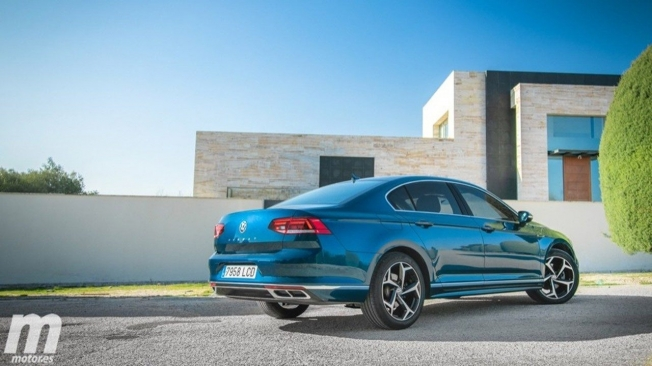Volkswagen Passat 2020 - posterior