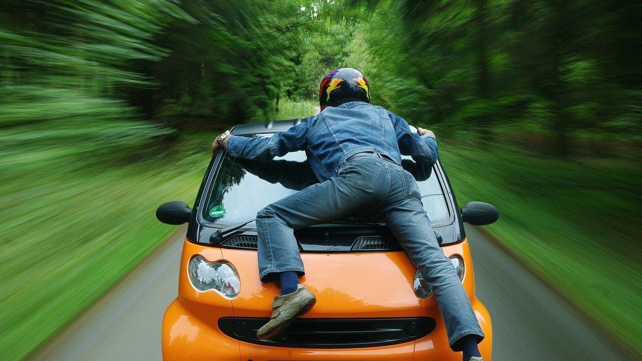 ¿Cuál es la multa por conducción temeraria? ¿Y negligente?