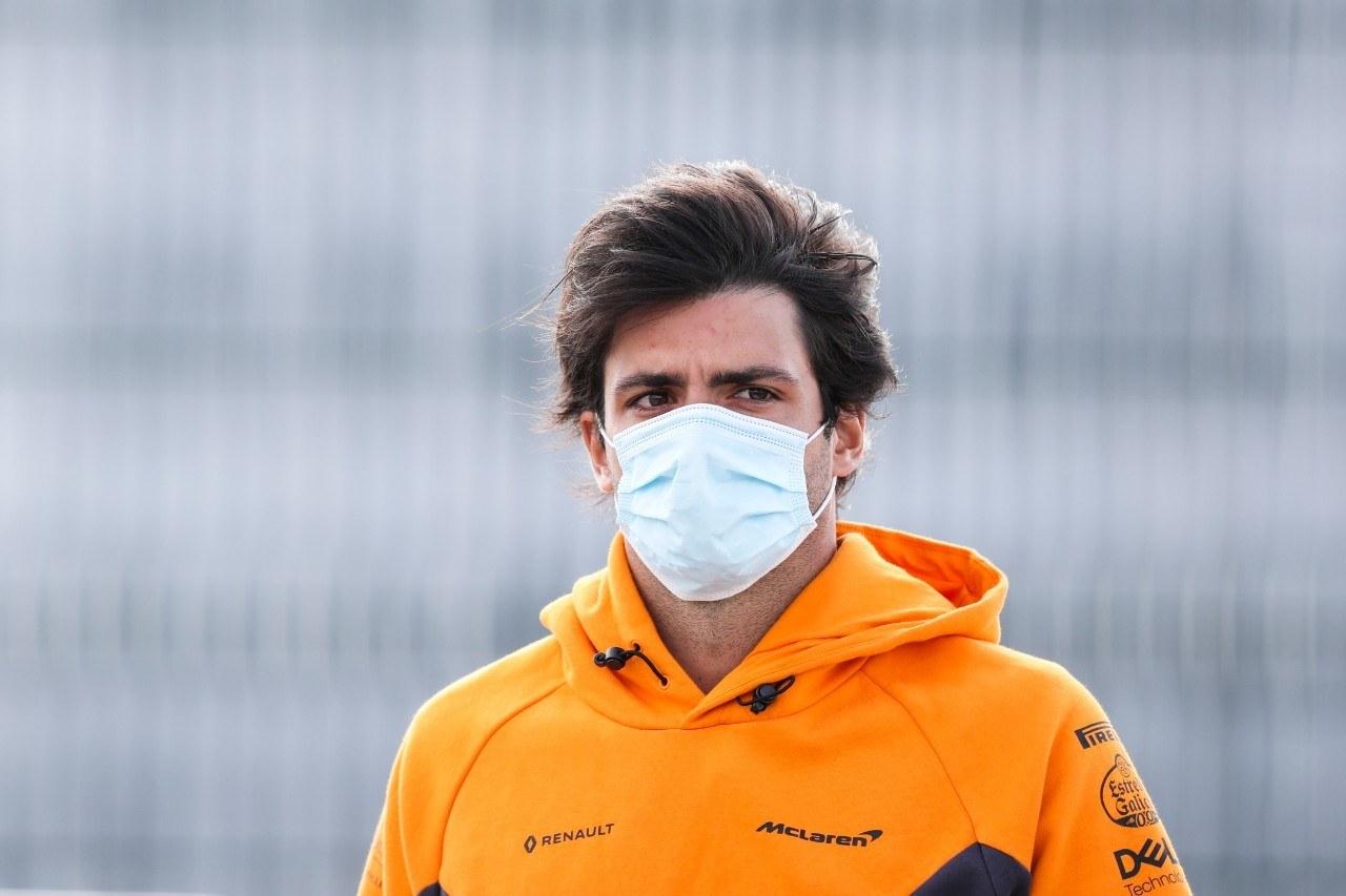 Sainz compara a McLaren con Mercedes: «Han dado el mismo paso que nosotros»