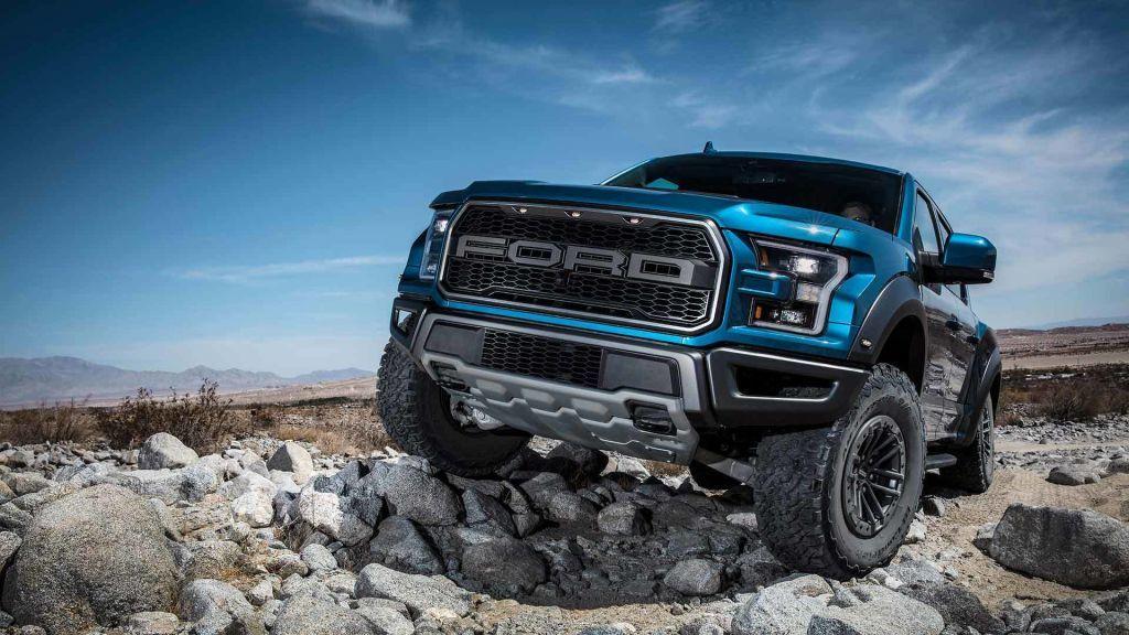 Nuevo informe revela que el Ford F-150 Raptor estrenará mecánicas V6 híbrida y V8