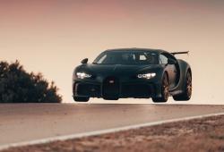 El Bugatti Chiron Pur Sport vuela (literalmente) en el circuito de Nardo