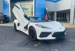 El primer ejemplar del Corvette con puertas verticales ya está en la calle