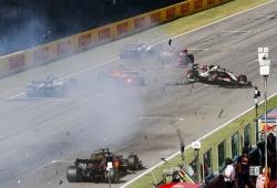 Hamilton gana en Mugello una carrera con tres salidas y el peor accidente en años