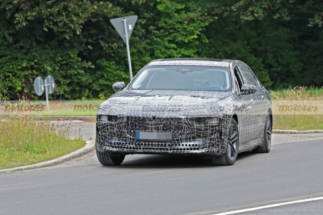 BMW i7 - foto espía