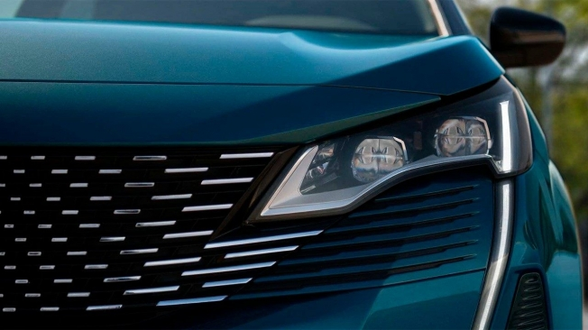 Peugeot 5008 2021 - frontal
