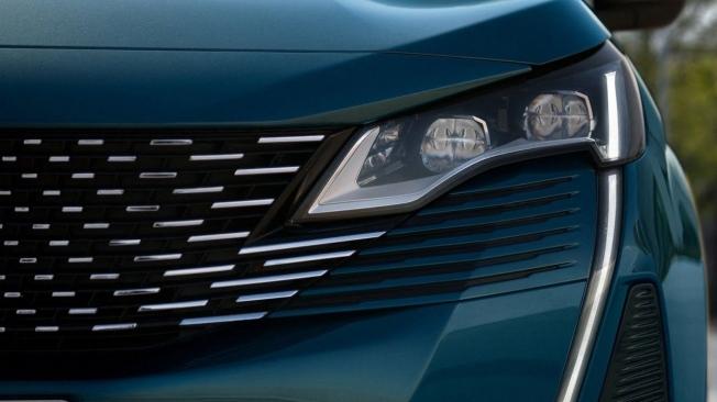 Peugeot 5008 2021 - faros