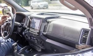 Nos asomamos por primera vez al interior del nuevo Nissan Frontier 2022
