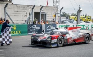 Los pilotos del Toyota #8 toman la punta del WEC tras ganar Le Mans