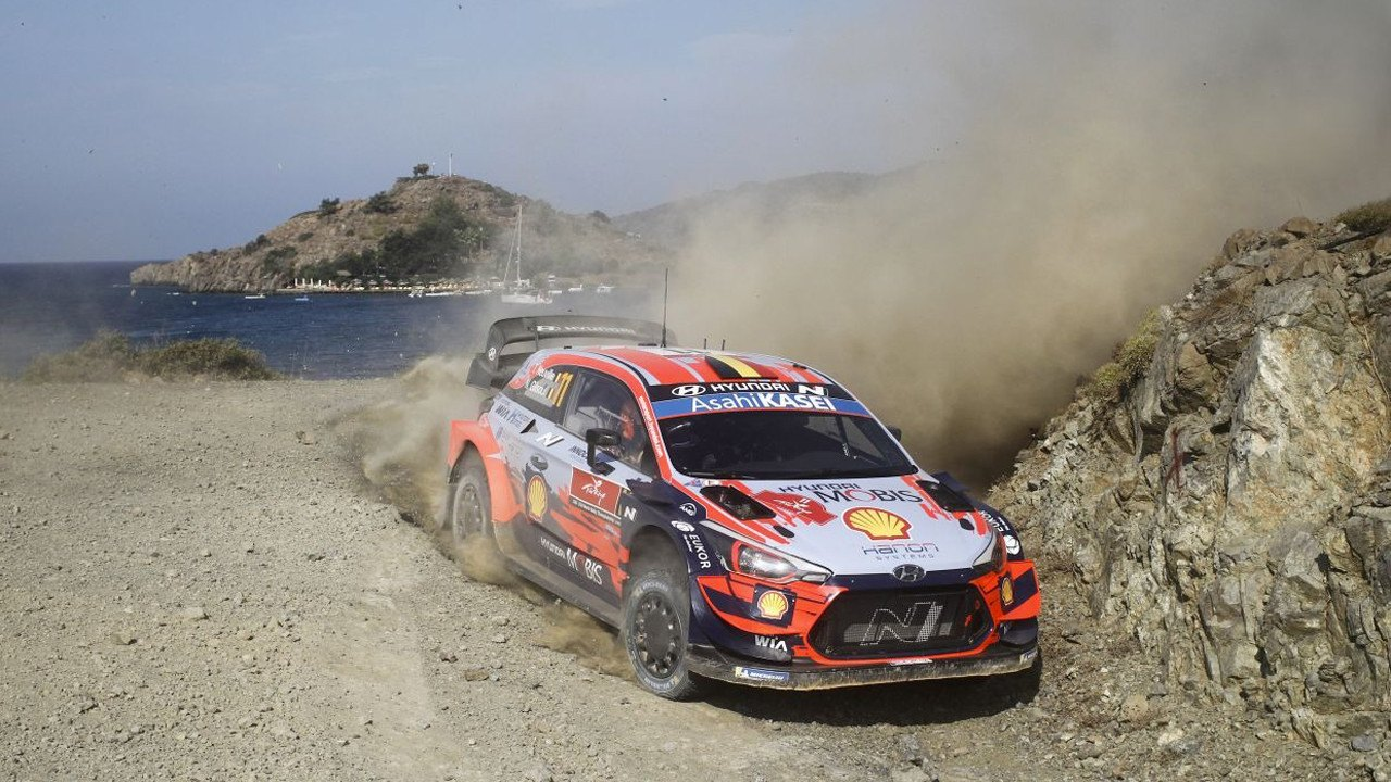 El pinchazo de Ogier deja a Neuville al frente del Rally de Turquía