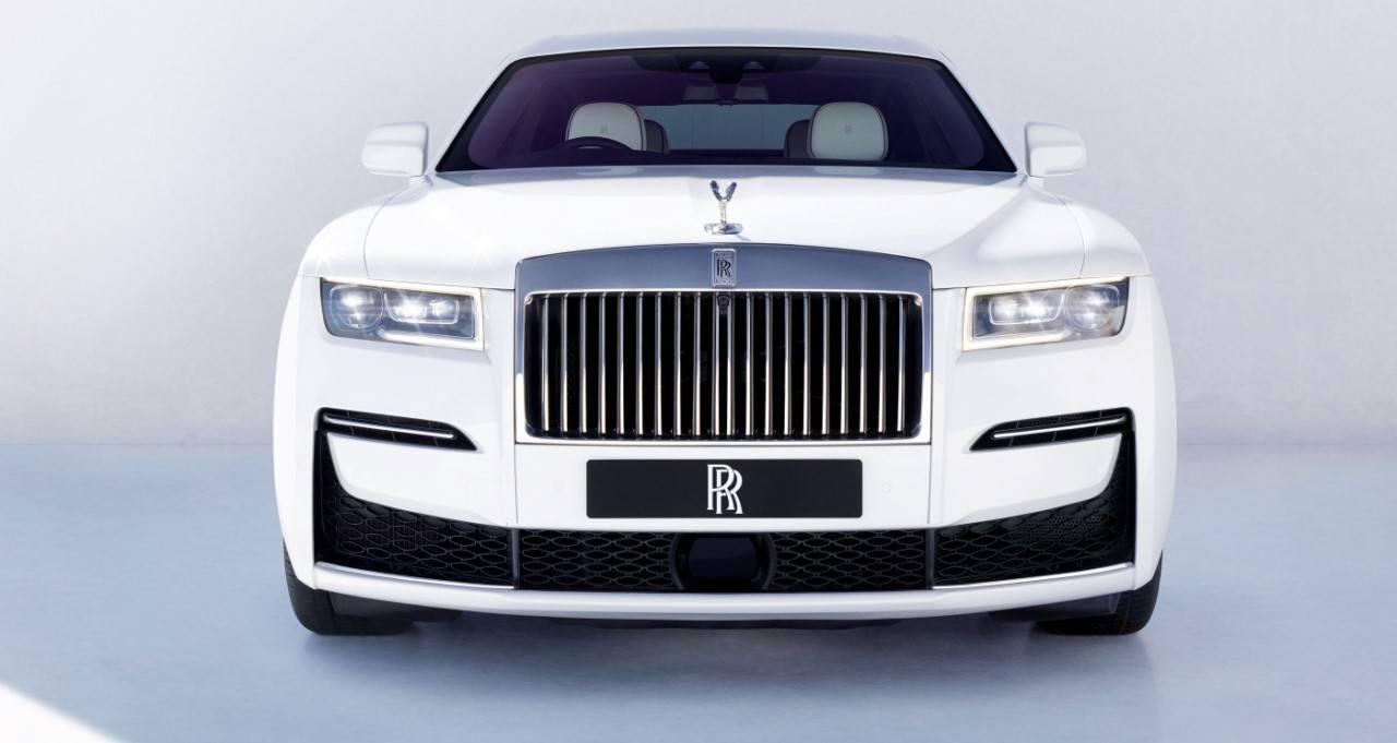 Rolls-Royce Ghost 2021, se estrena la berlina de lujo británica con más tecnología