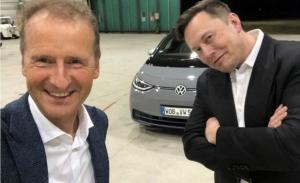Tesla y Volkswagen: dos maneras muy distintas de vender la conducción autónoma