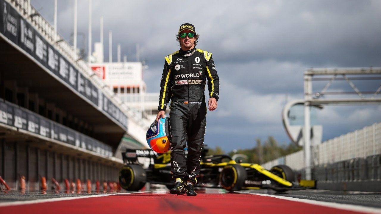 El filming day de Fernando Alonso con el Renault RS20, en vídeo